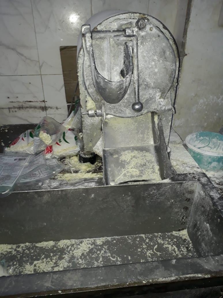 مصنع لإنتاج الألبان الفاسدة (9)