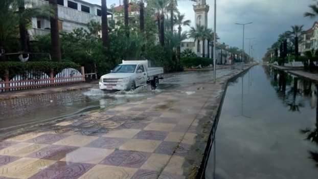 الأمطار تغرق شوارع رأس البر (1)