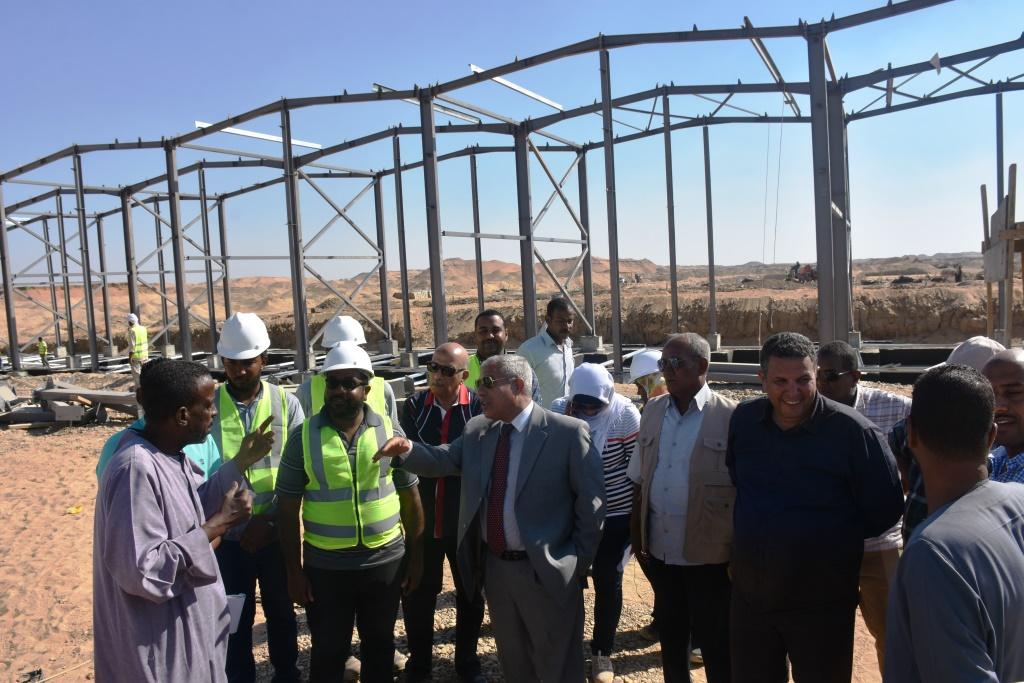 محافظ أسوان يتفقد مشروعات تحيا مصر