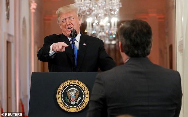 ترامب يأمر أكوستا بأن يجلس فى المؤتمر الصحفى
