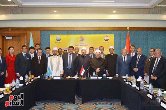59216-الوفد-الكازخى-لمصر-بحضور-وزير-الأوقاف-(6)