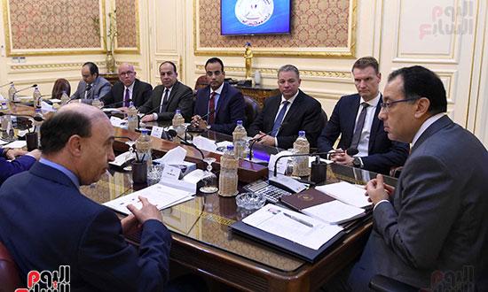 رئيس الوزراء يلتقى مسئولى ميرسك العالمية لجذب خطوطا ملاحية لشرق بورسعيد (1)