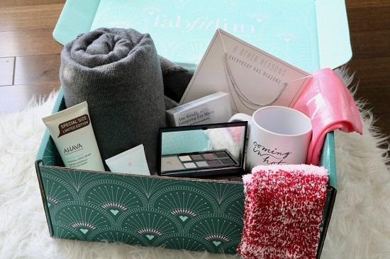 winter box بشال ومكياج ومج