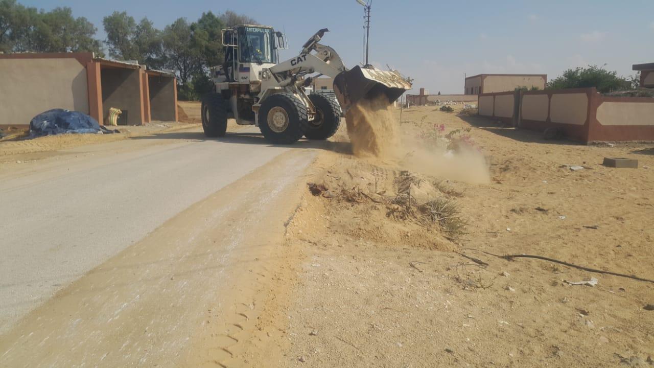 محافظ شمال سيناء يكلف مديرى الخدمات سرعة انهاء مشروعات قرية الروضة (2)