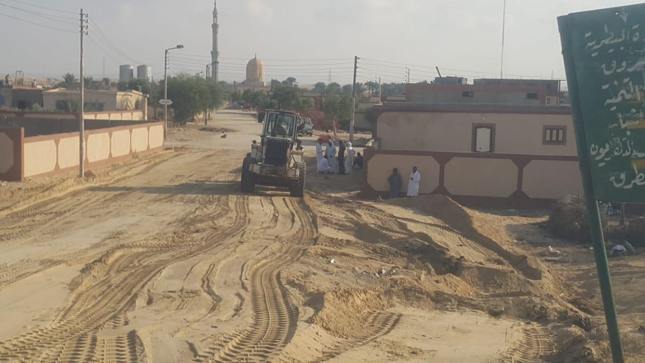 محافظ شمال سيناء يكلف مديرى الخدمات سرعة انهاء مشروعات قرية الروضة (1)