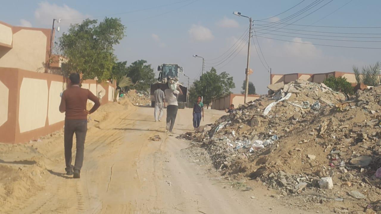 محافظ شمال سيناء يكلف مديرى الخدمات سرعة انهاء مشروعات قرية الروضة (5)