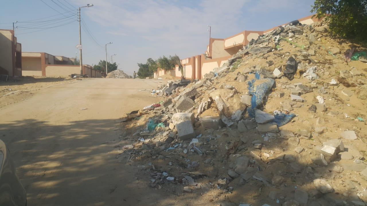 محافظ شمال سيناء يكلف مديرى الخدمات سرعة انهاء مشروعات قرية الروضة (8)
