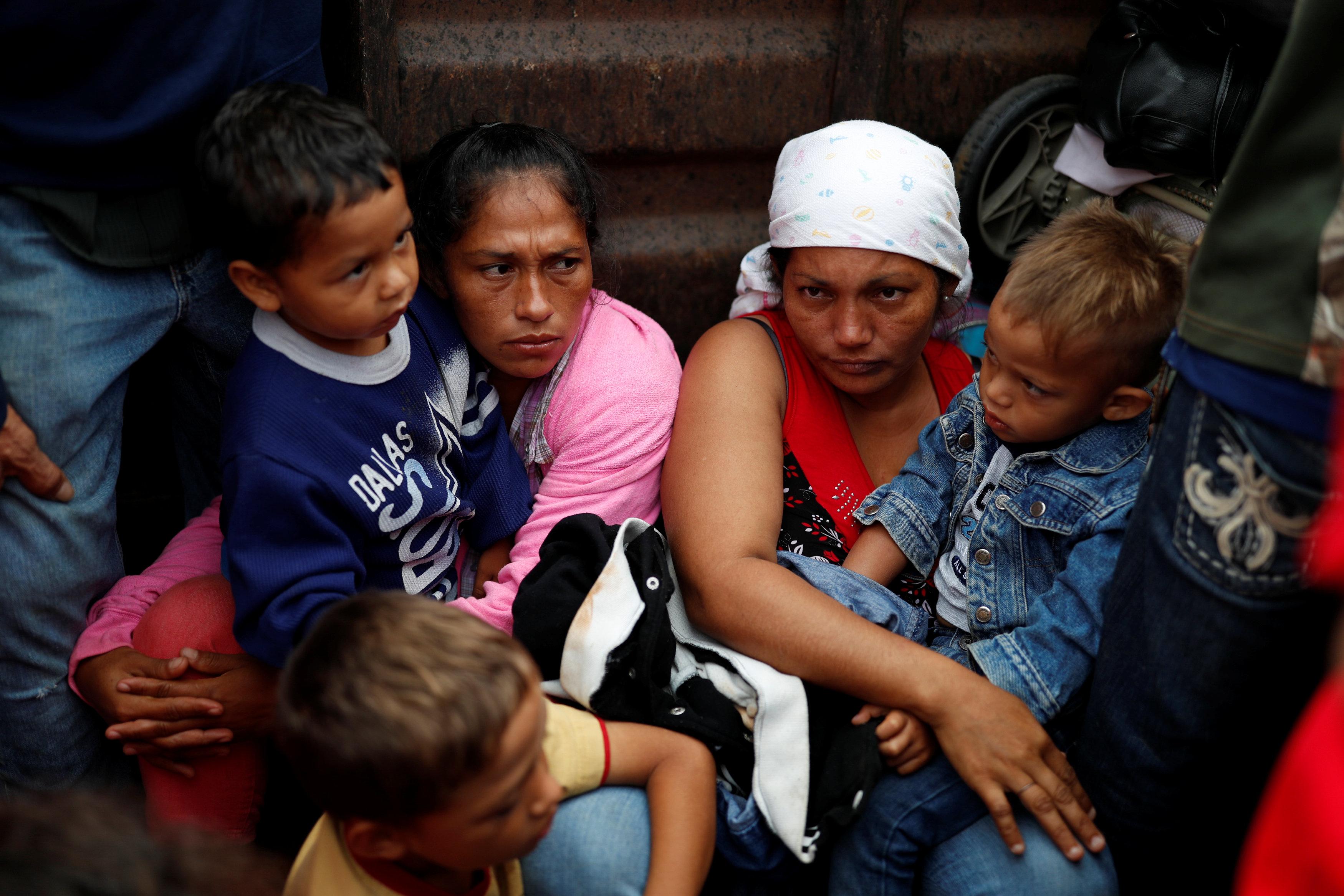 قافلة المهاجرين تواصل تقدمها تجاه أمريكا (4)