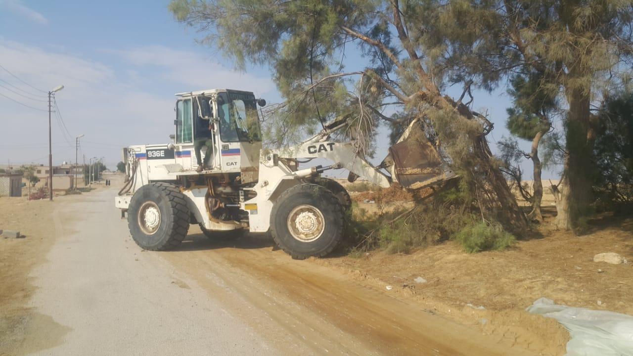 محافظ شمال سيناء يكلف مديرى الخدمات سرعة انهاء مشروعات قرية الروضة (4)