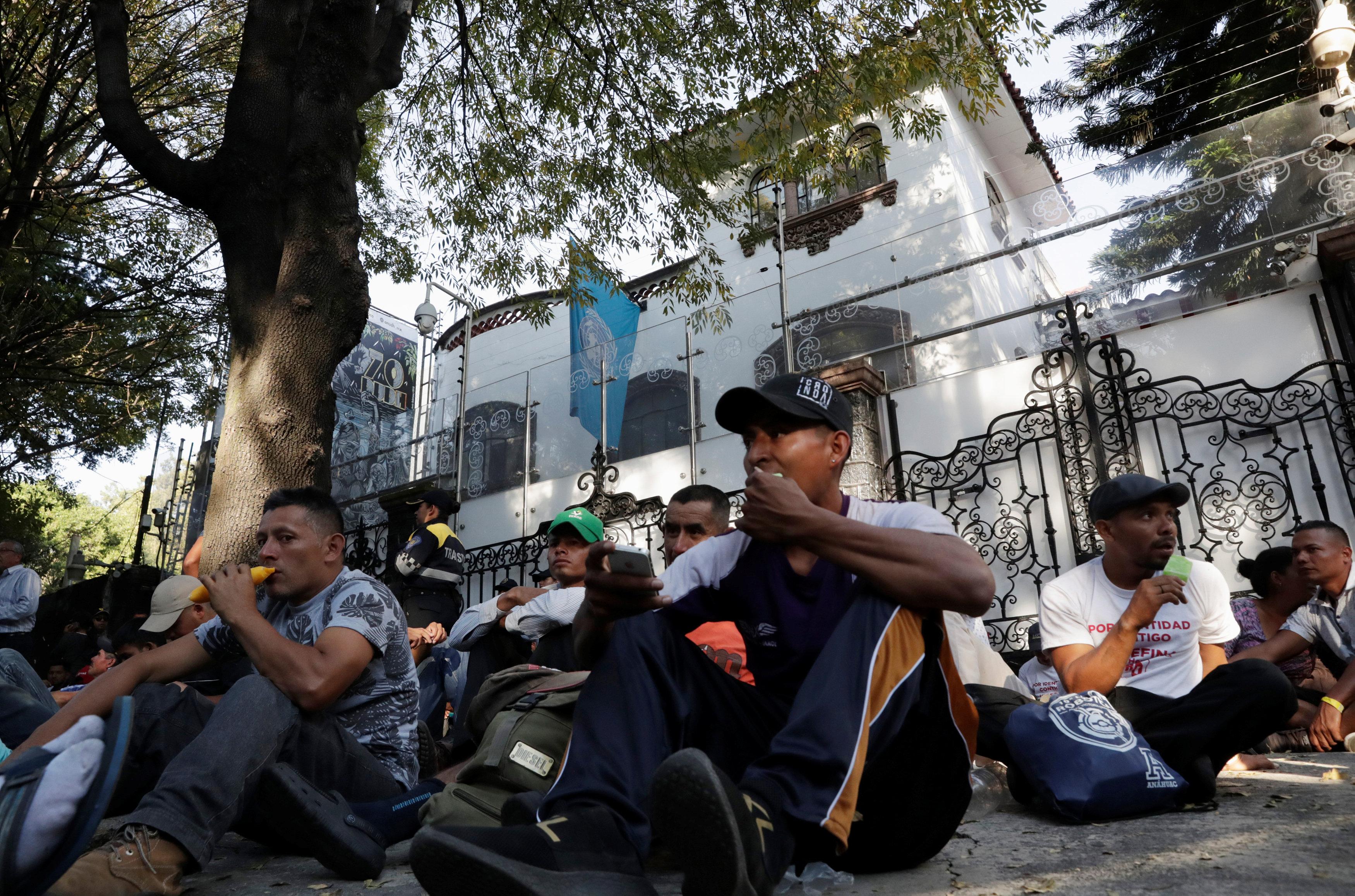 قافلة المهاجرين تواصل تقدمها تجاه أمريكا (6)