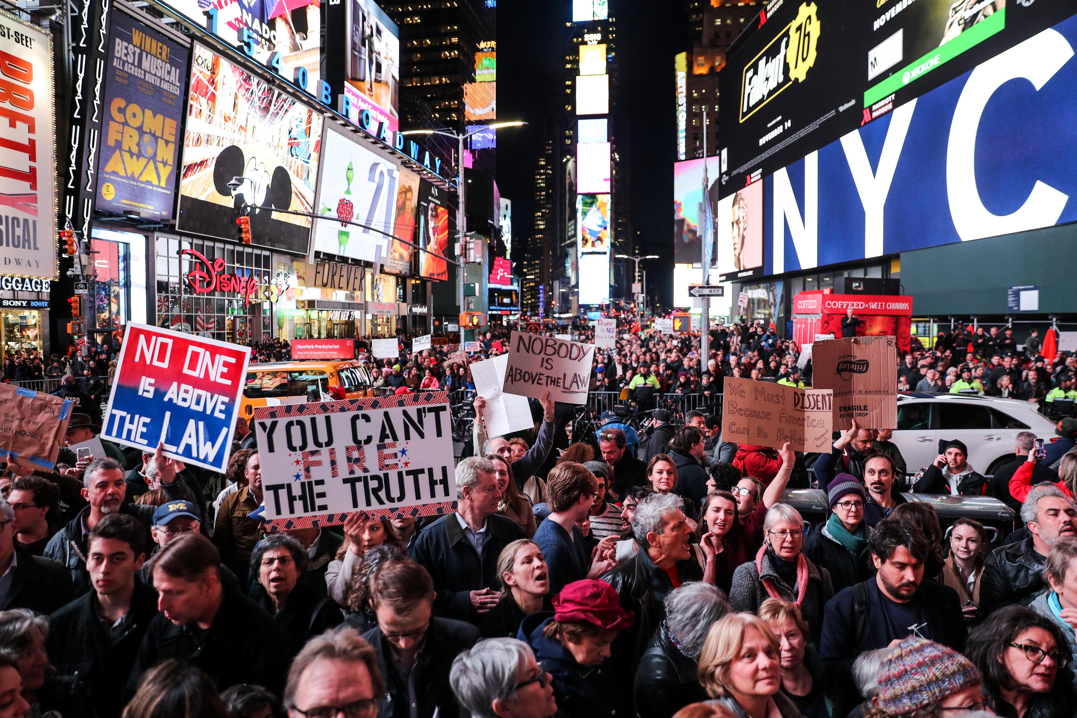 مسيرة فى أمريكا ضد ترامب