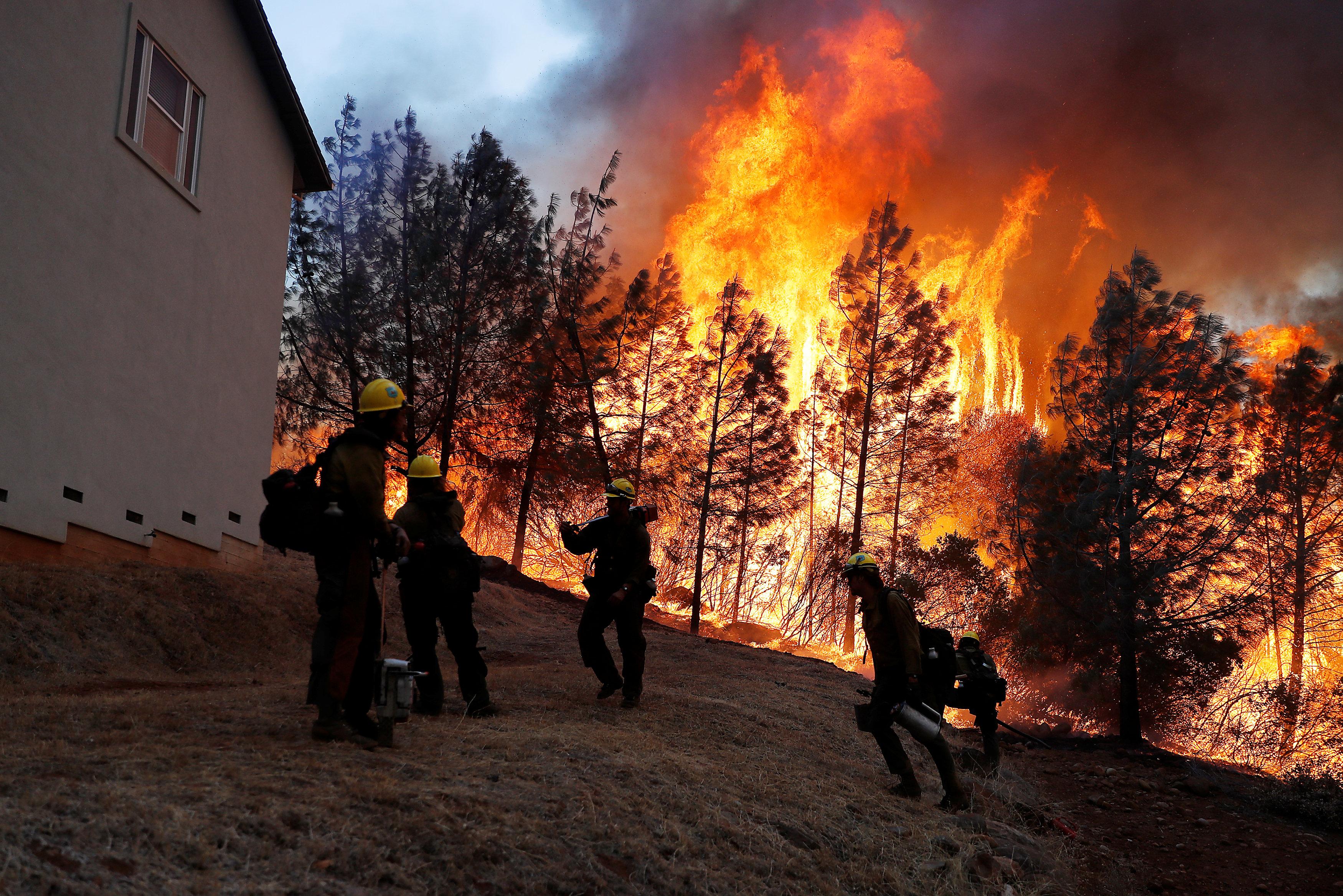 تصاعد النيران فى كاليفورنيا
