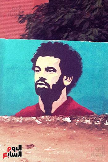 ياسر الدينارى.. رسام احترف فن  الجرافيتى وجداريات الشوارع ببنى سويف (6)