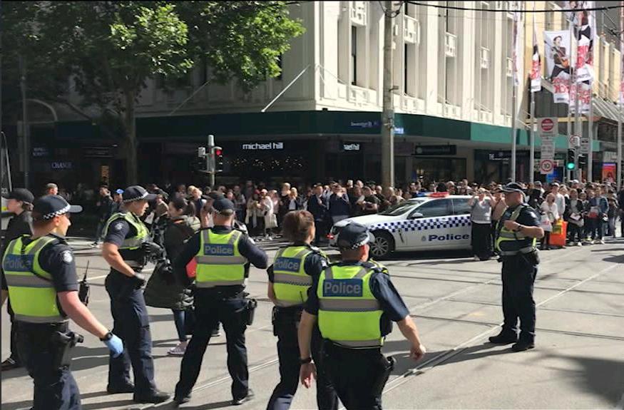 3 -  مئات من رجال الشرطة توجهوا لموقع الهجوم