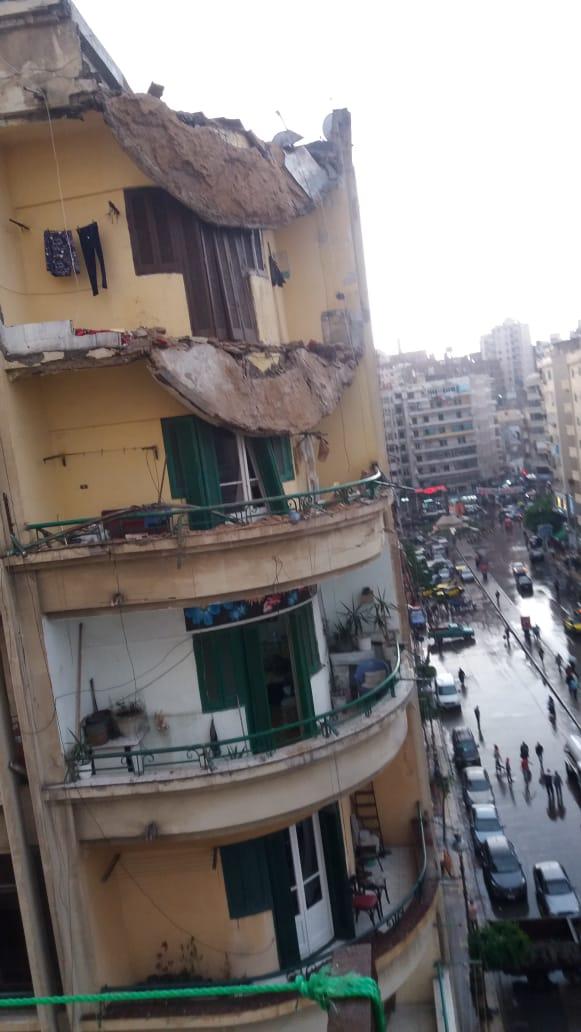 مياه الأمطار تغرق منازل شارع بورسعيد شرق الإسكندرية (4)