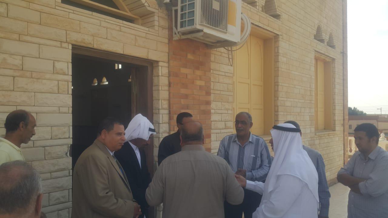 محافظ شمال سيناء يكلف مديرى الخدمات سرعة انهاء مشروعات قرية الروضة (9)