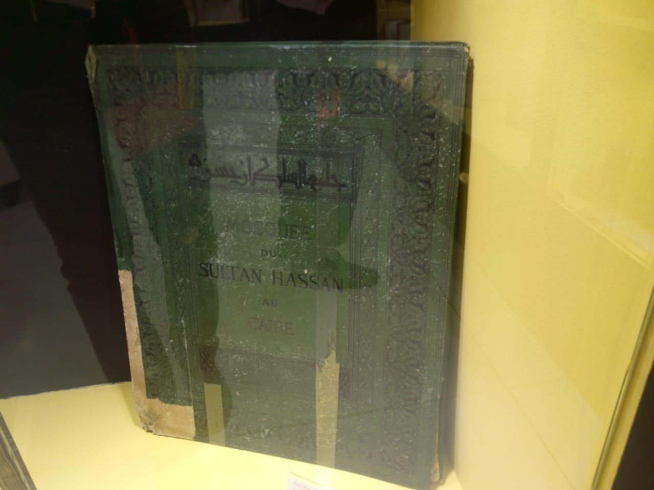 الطعبة الأولى لكتاب يتناول مسجد السلطان حسن عمره 119 عام (2)