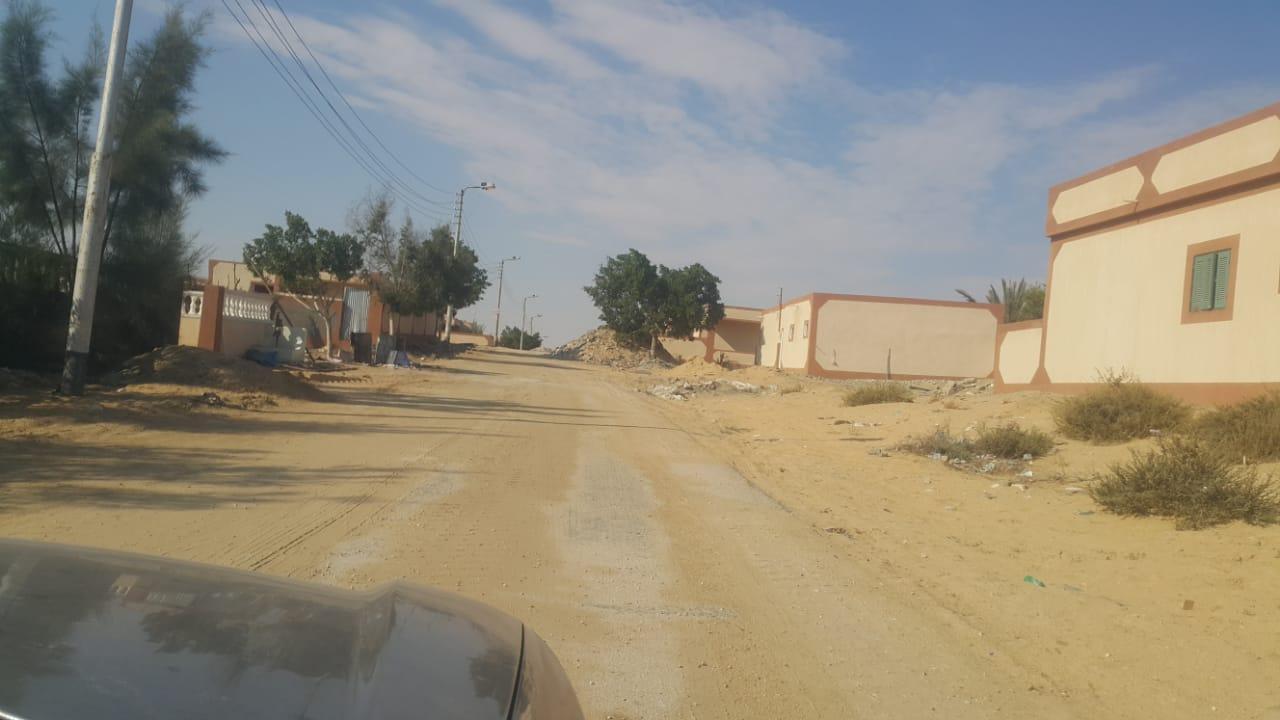محافظ شمال سيناء يكلف مديرى الخدمات سرعة انهاء مشروعات قرية الروضة (3)