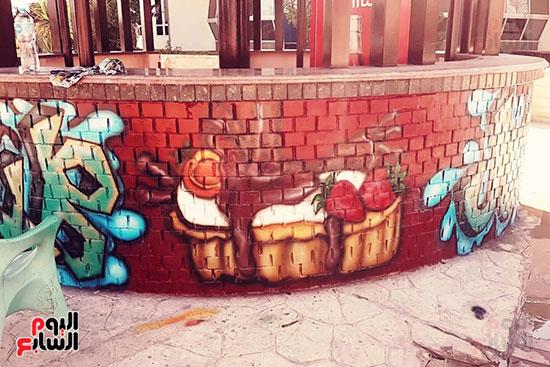 ياسر الدينارى.. رسام احترف فن  الجرافيتى وجداريات الشوارع ببنى سويف (7)
