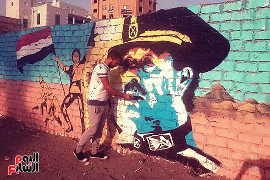 ياسر الدينارى.. رسام احترف فن  الجرافيتى وجداريات الشوارع ببنى سويف (3)