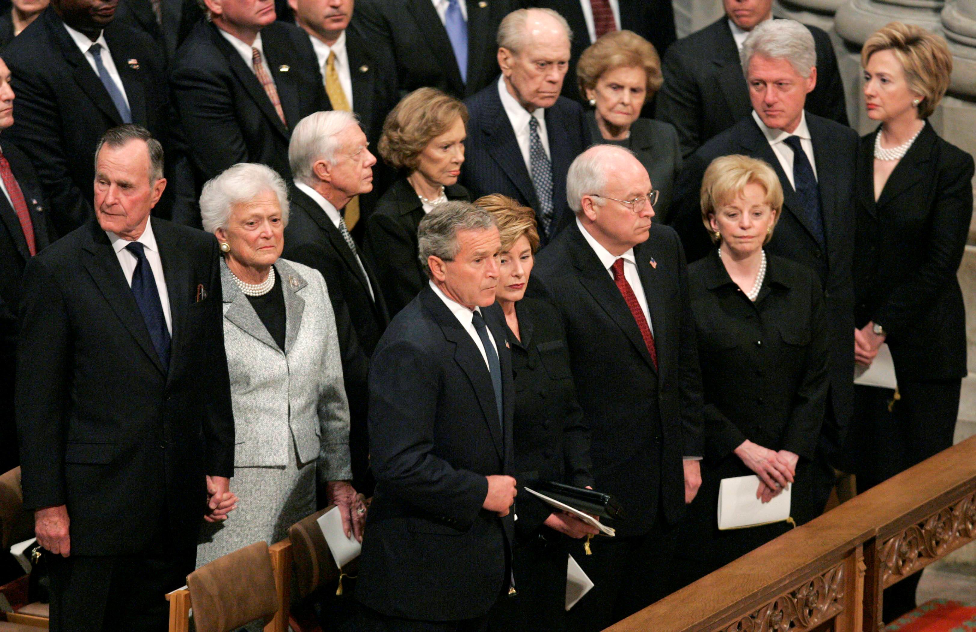 جورج بوش الأب  الرئيس الأمريكى الأسبق  (1)