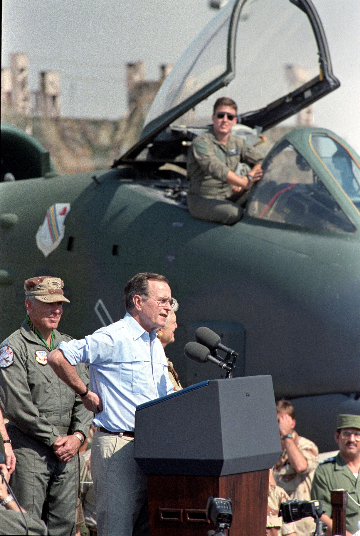 جورج بوش الأب  الرئيس الأمريكى الأسبق  (8)