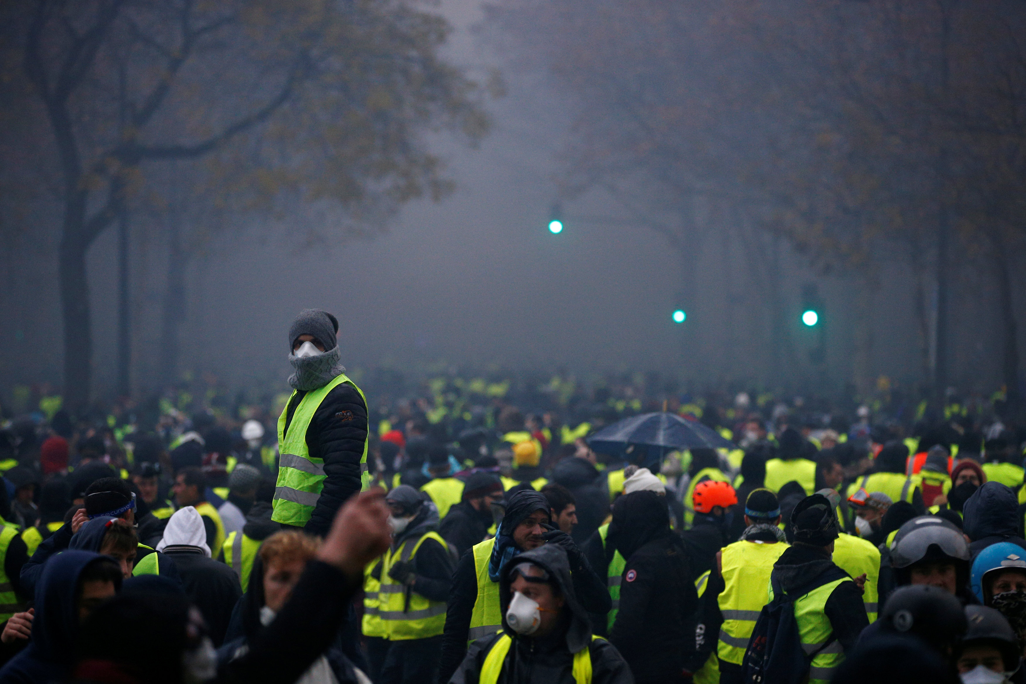 2018-12-01T153619Z_179620410_RC13783D9370_RTRMADP_3_FRANCE-PROTESTS