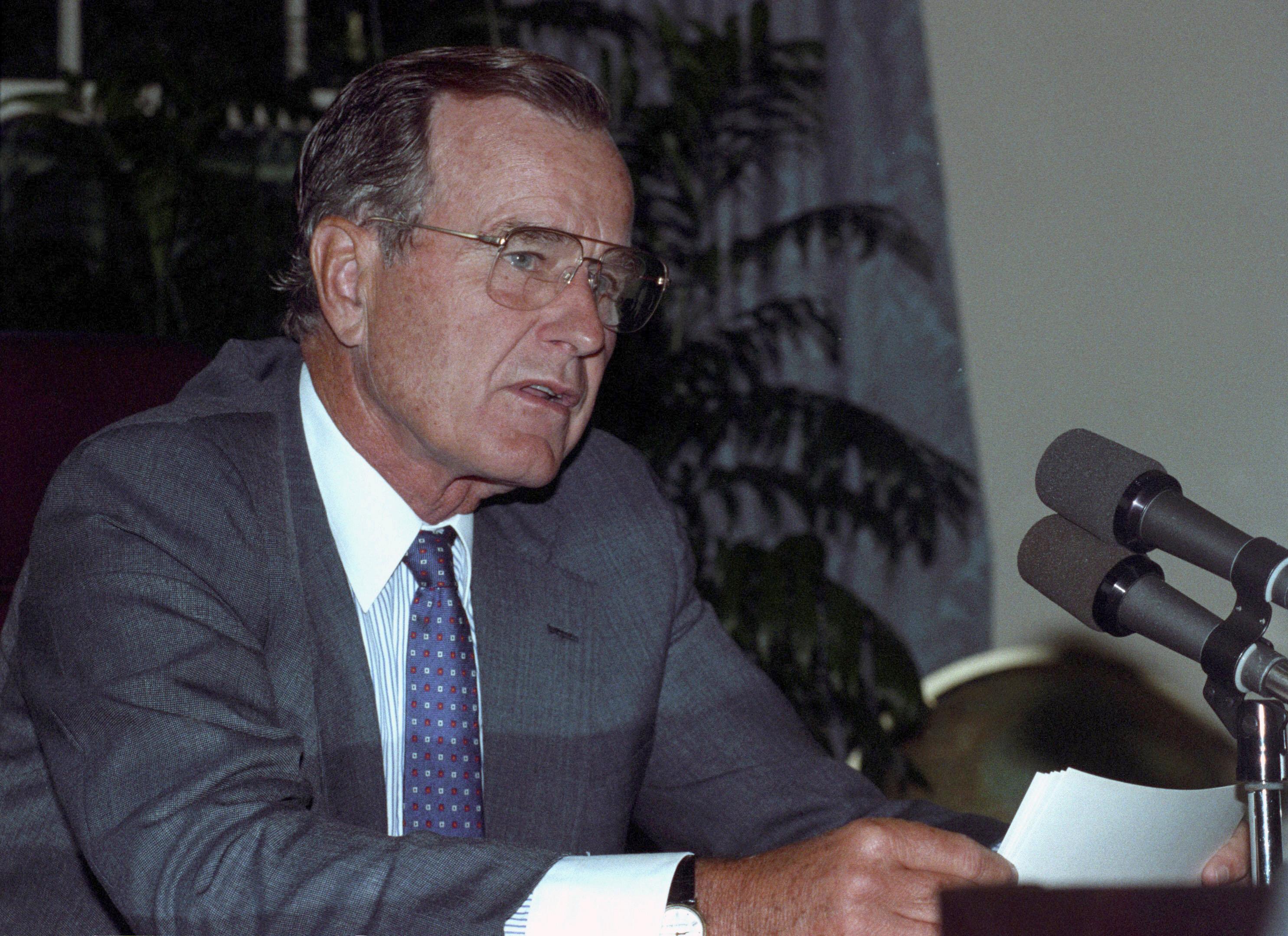 جورج بوش الأب  الرئيس الأمريكى الأسبق  (7)