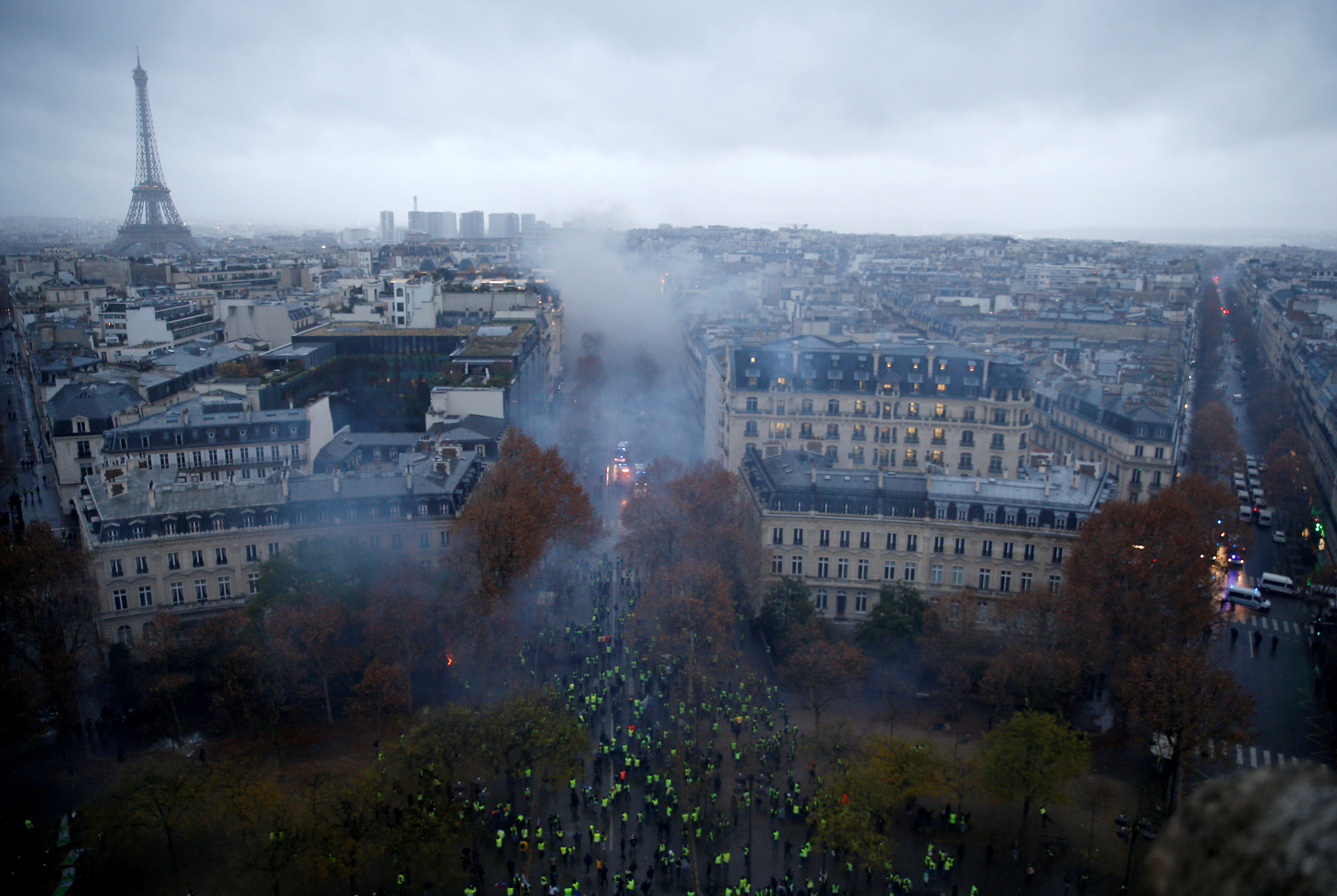 2018-12-01T154621Z_1385375714_RC1BD4423DB0_RTRMADP_3_FRANCE-PROTESTS