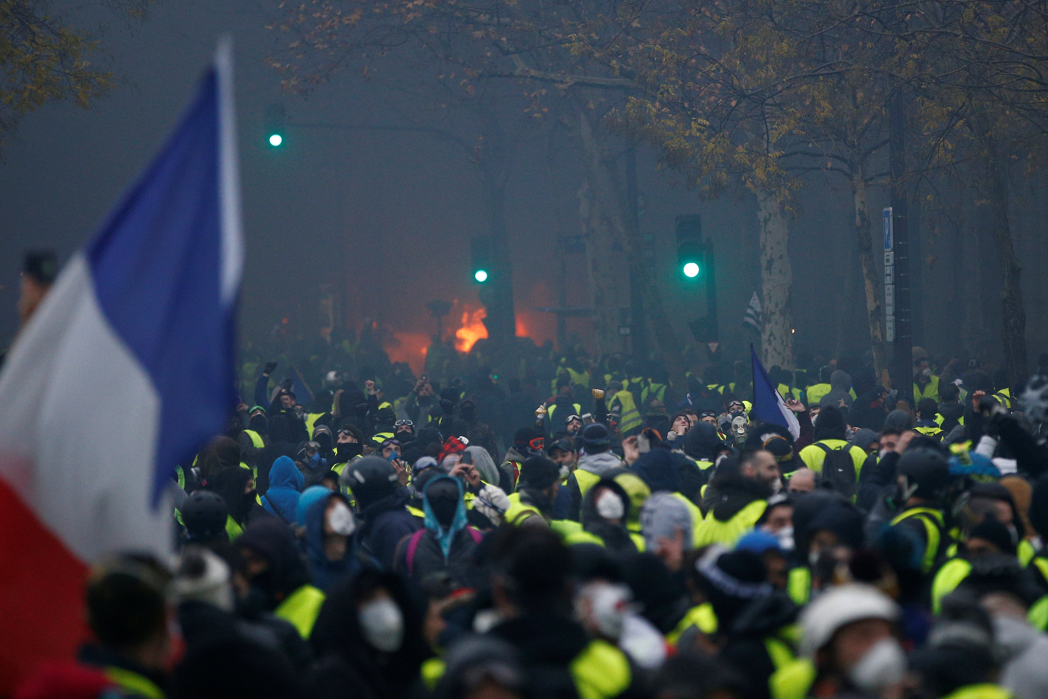 2018-12-01T153950Z_1537316365_RC1F5119D830_RTRMADP_3_FRANCE-PROTESTS