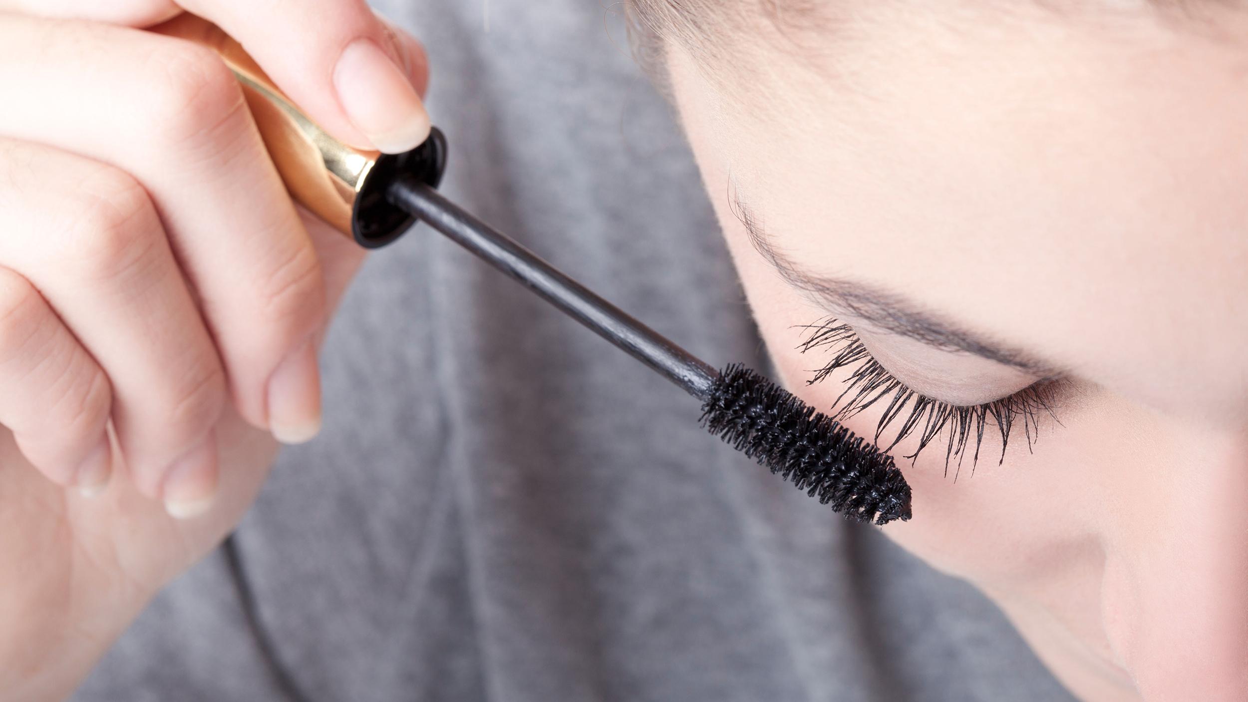 apply-mascara-today-170130-tease_bf79b374806efd5ea260b041a0cbee8d