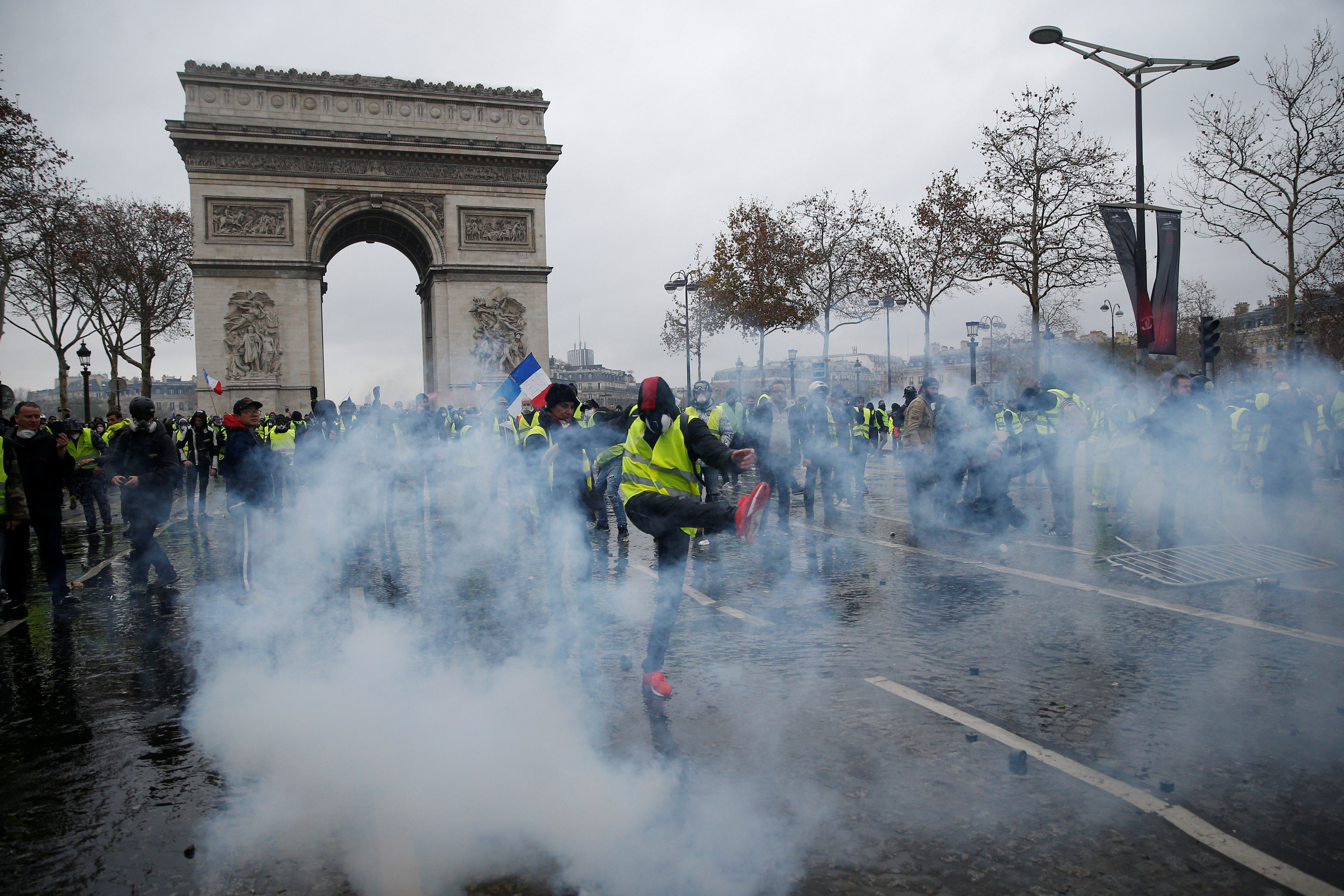 2018-12-01T162326Z_1622254384_RC11B46A0770_RTRMADP_3_FRANCE-PROTESTS