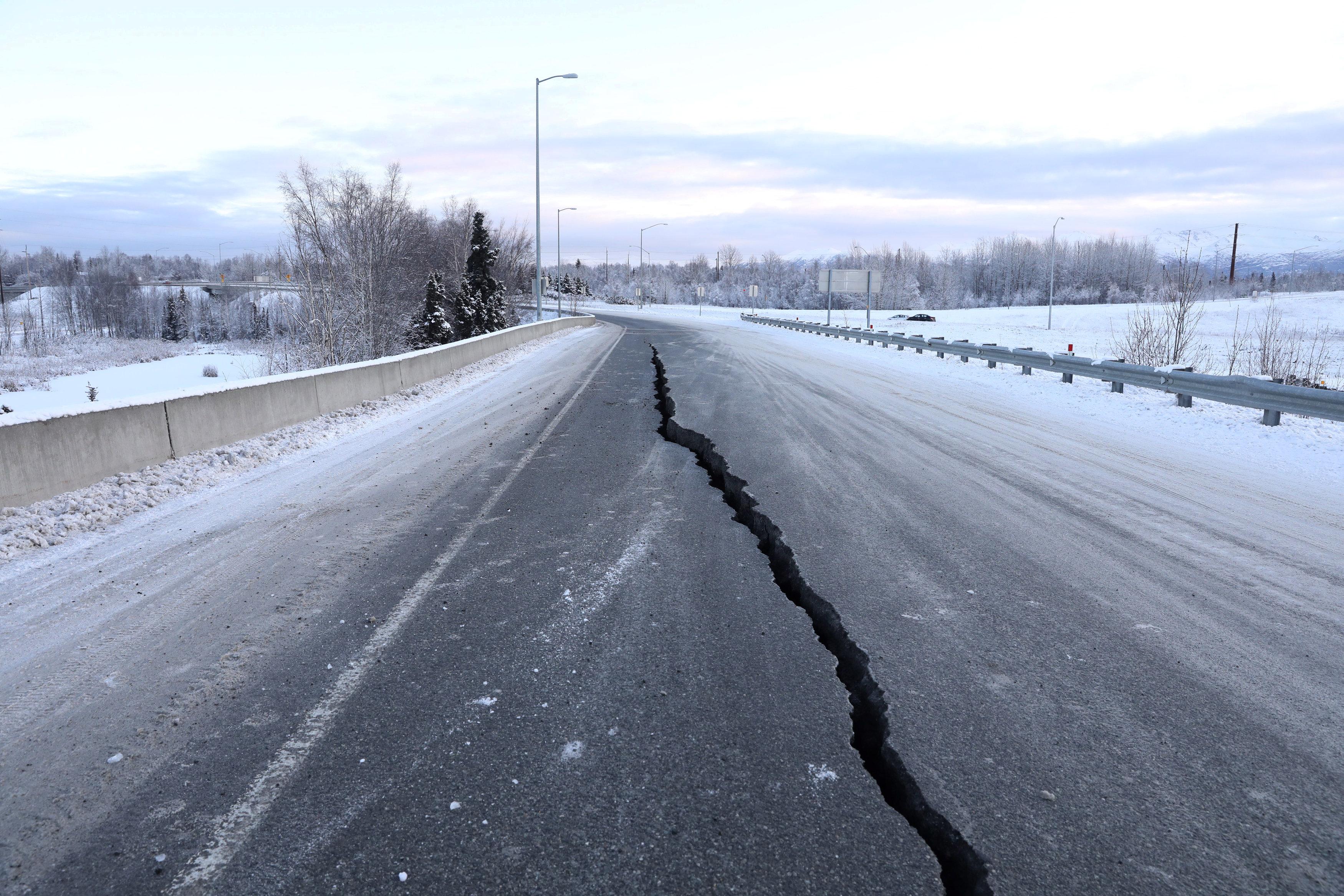 زلزال عنيف فى ألاسكا  (10)