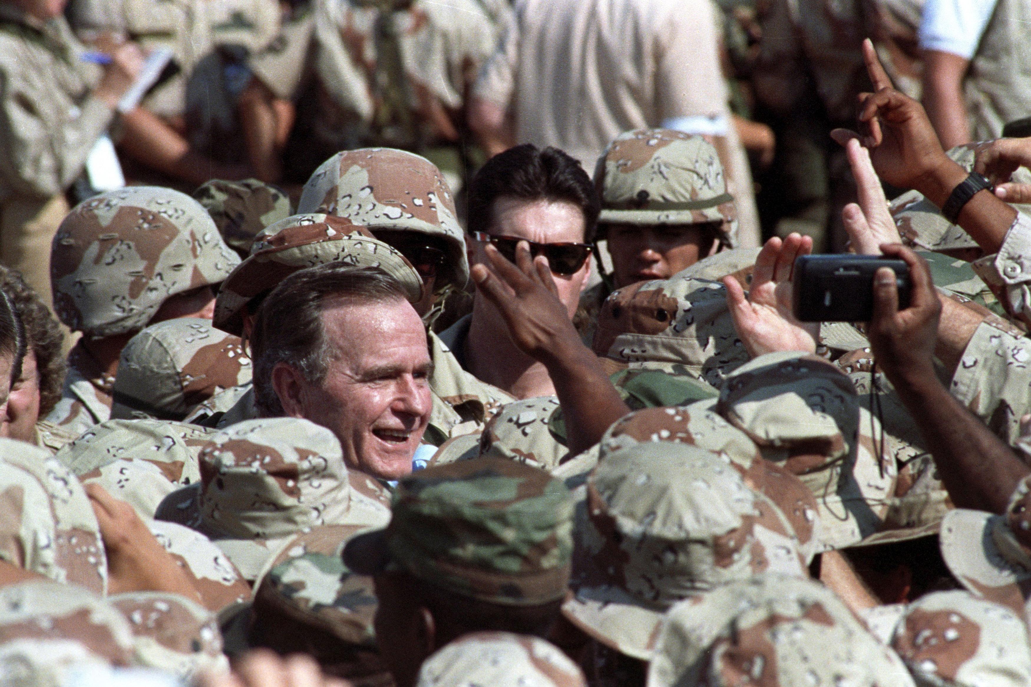 جورج بوش الأب  الرئيس الأمريكى الأسبق  (11)