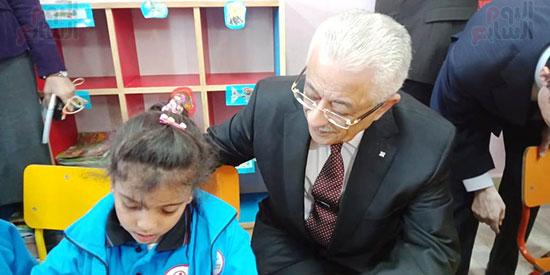 وزيرا الاستثمار والتعليم  فى جولة بالمدرسة اليابانية بالعبور (23)