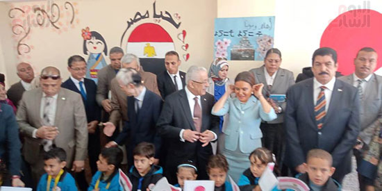 وزيرا الاستثمار والتعليم  فى جولة بالمدرسة اليابانية بالعبور (17)