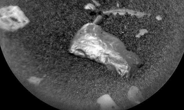 جسم غريب لامع على المريخ