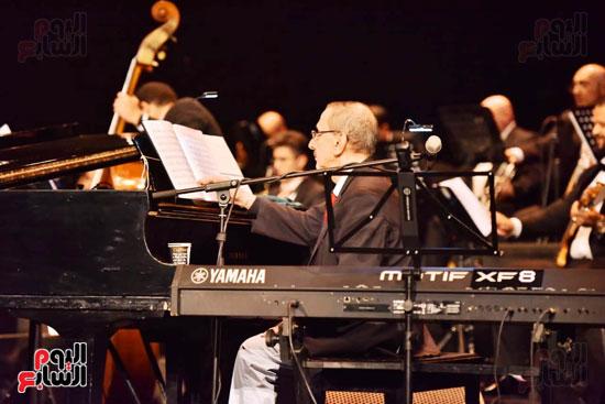 زياد رحبانى يتألق فى أقوى حفلاته بالقاهرة بحضور نجوم الفن (4)