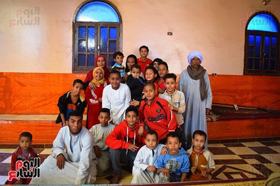 أهالي-قرية-البعيرات-بالأقصر-يحتفلون-بـمروة-العبد-فتاة-التروسيكل-بعد-تكريم-الرئيس-لها-(2)