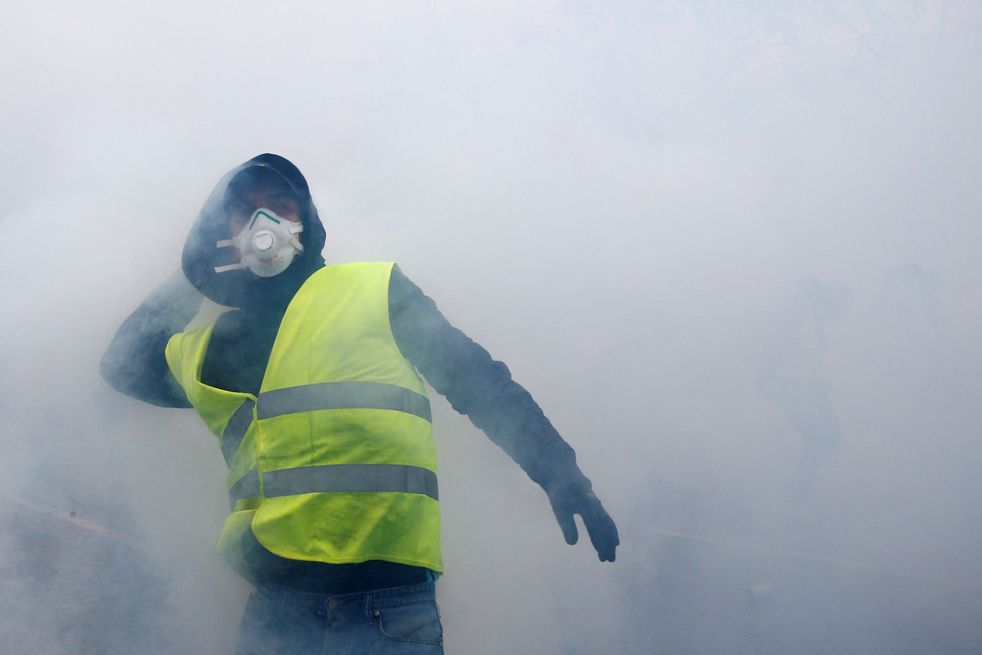 2018-12-01T162428Z_401995465_RC1A6F6911D0_RTRMADP_3_FRANCE-PROTESTS
