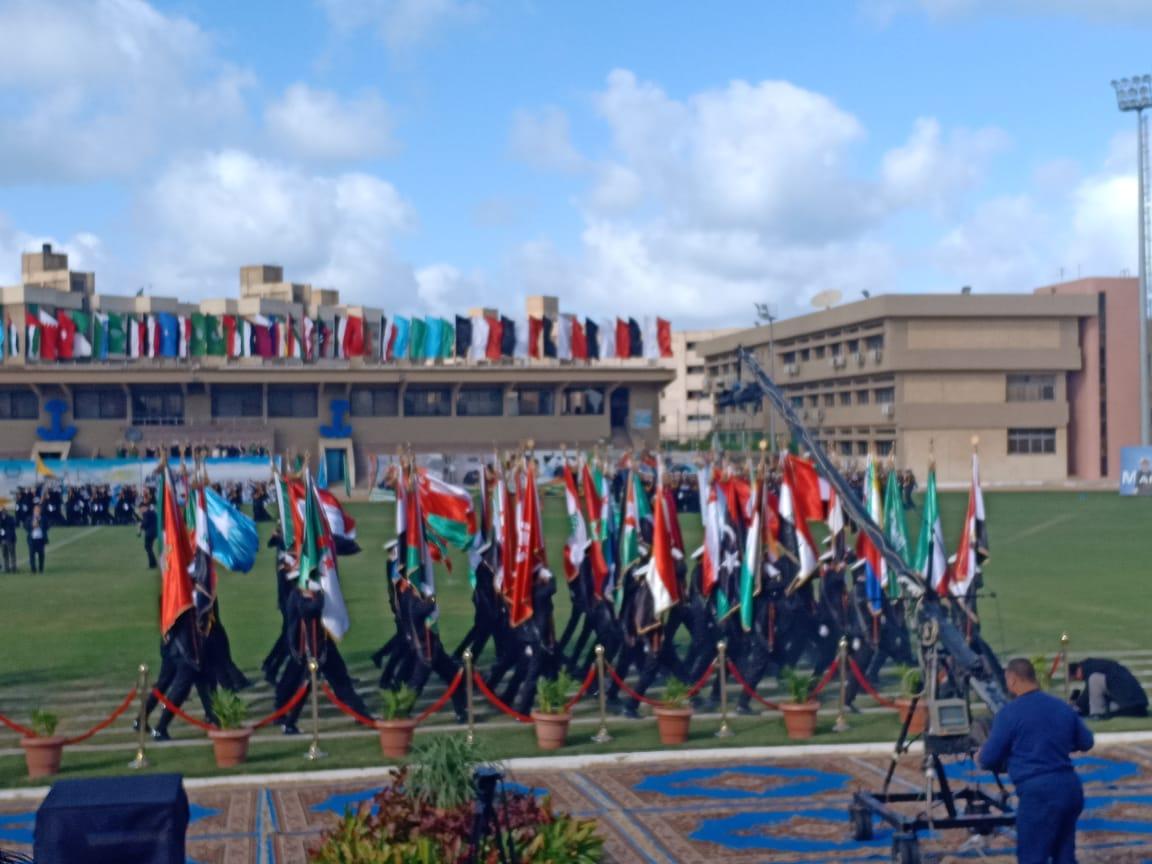 .الامير سلطان بن سلمان ووزيرة السياحة يشهدان طابور عرض طلاب الأكاديمية العربية (3)