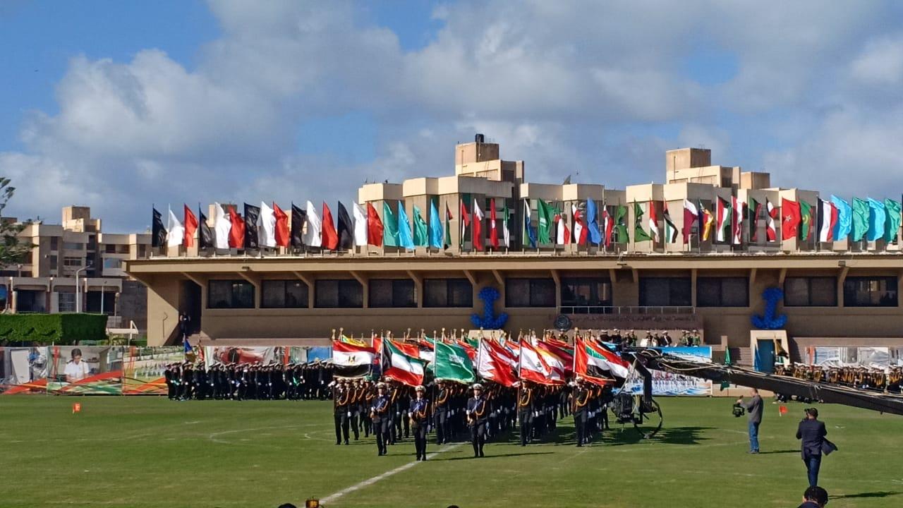 .الامير سلطان بن سلمان ووزيرة السياحة يشهدان طابور عرض طلاب الأكاديمية العربية (5)
