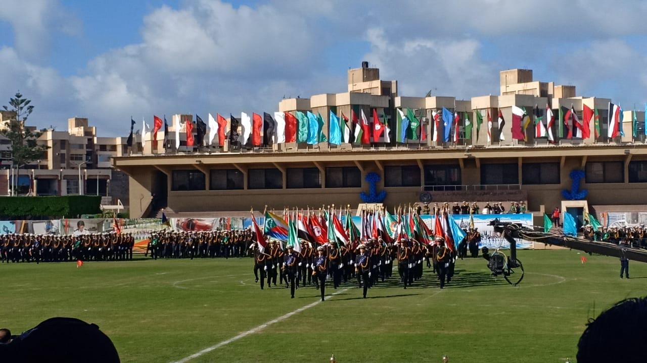.الامير سلطان بن سلمان ووزيرة السياحة يشهدان طابور عرض طلاب الأكاديمية العربية (4)
