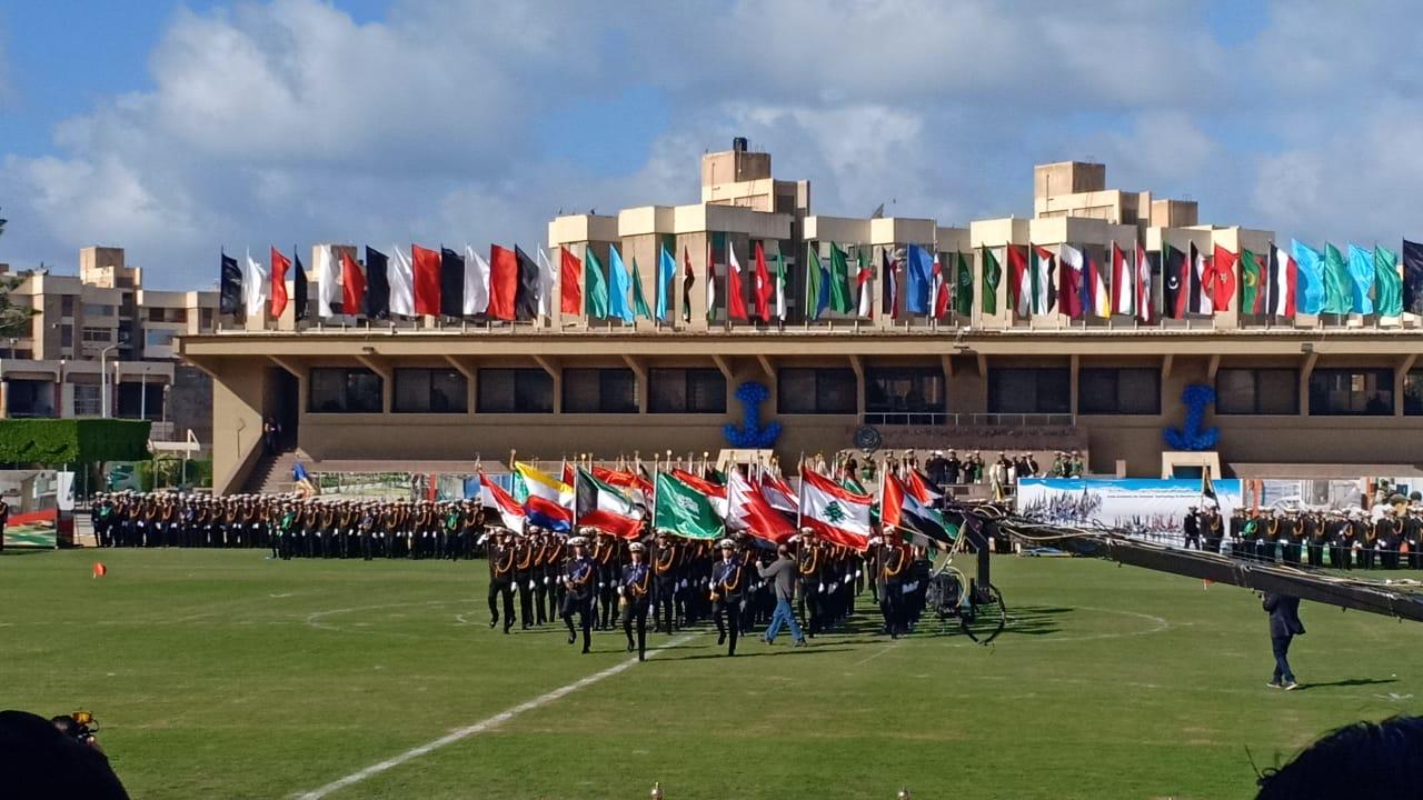 .الامير سلطان بن سلمان ووزيرة السياحة يشهدان طابور عرض طلاب الأكاديمية العربية (2)