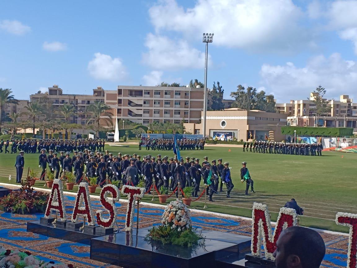 .الامير سلطان بن سلمان ووزيرة السياحة يشهدان طابور عرض طلاب الأكاديمية العربية (1)