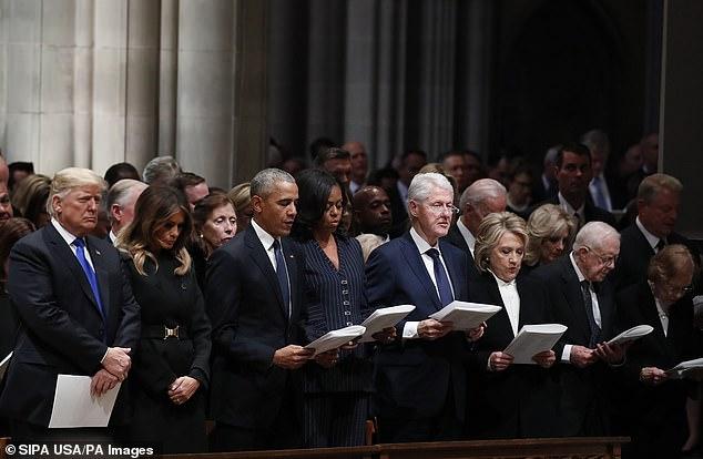 ترامب وزوجته يصمتان أثناء ترديد الصلوات خلال جنازة بوش