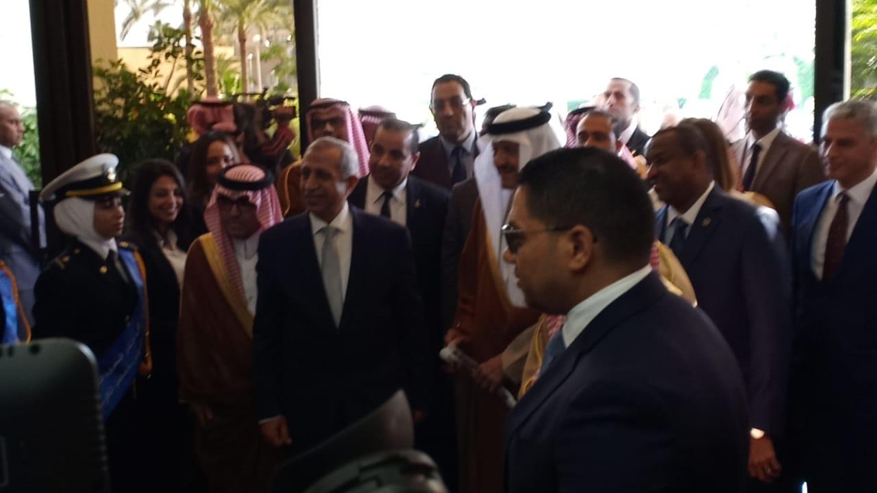 وصول الامير سلطان بن سلمان بن عبدالعزيز للأكاديمية العربية  (2)