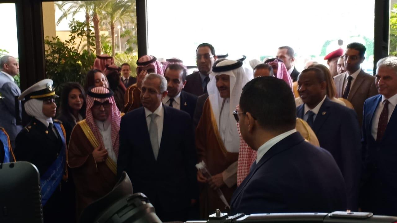 وصول الامير سلطان بن سلمان بن عبدالعزيز للأكاديمية العربية  (4)
