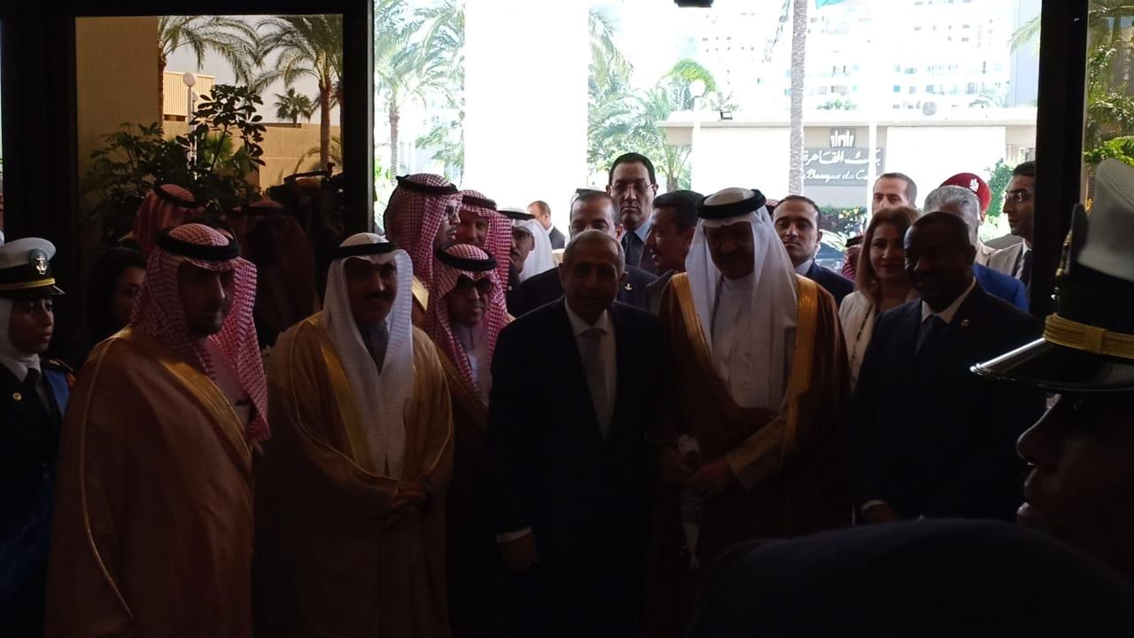 وصول الامير سلطان بن سلمان بن عبدالعزيز للأكاديمية العربية  (1)