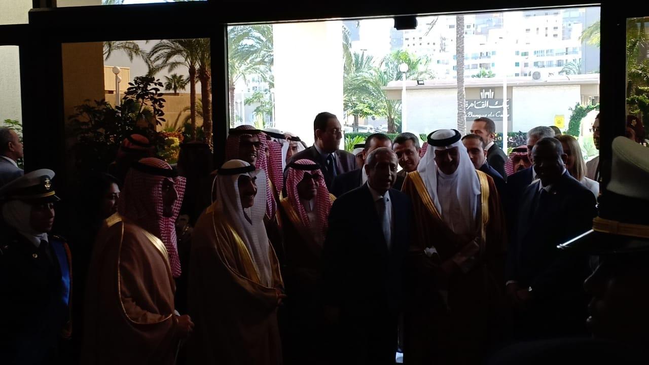 وصول الامير سلطان بن سلمان بن عبدالعزيز للأكاديمية العربية  (5)
